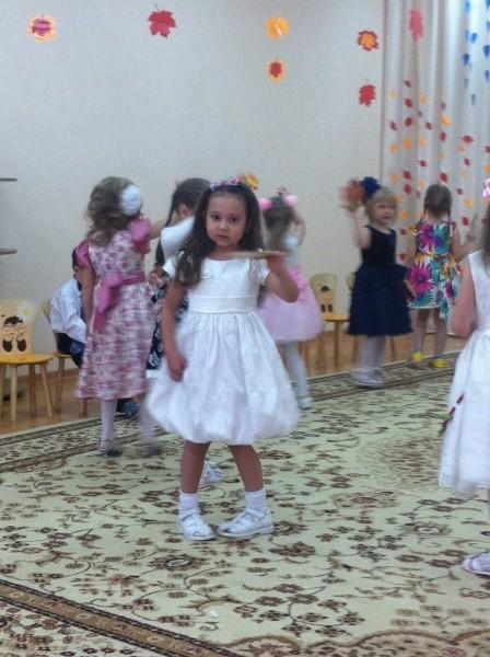 танец с листочками